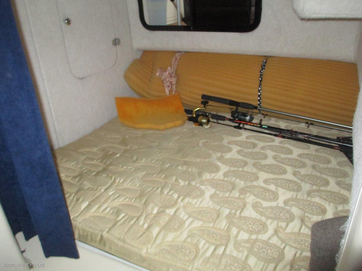 Seaquest 2800 Sportsbridge Cruiser With Tandem Axle Trailer