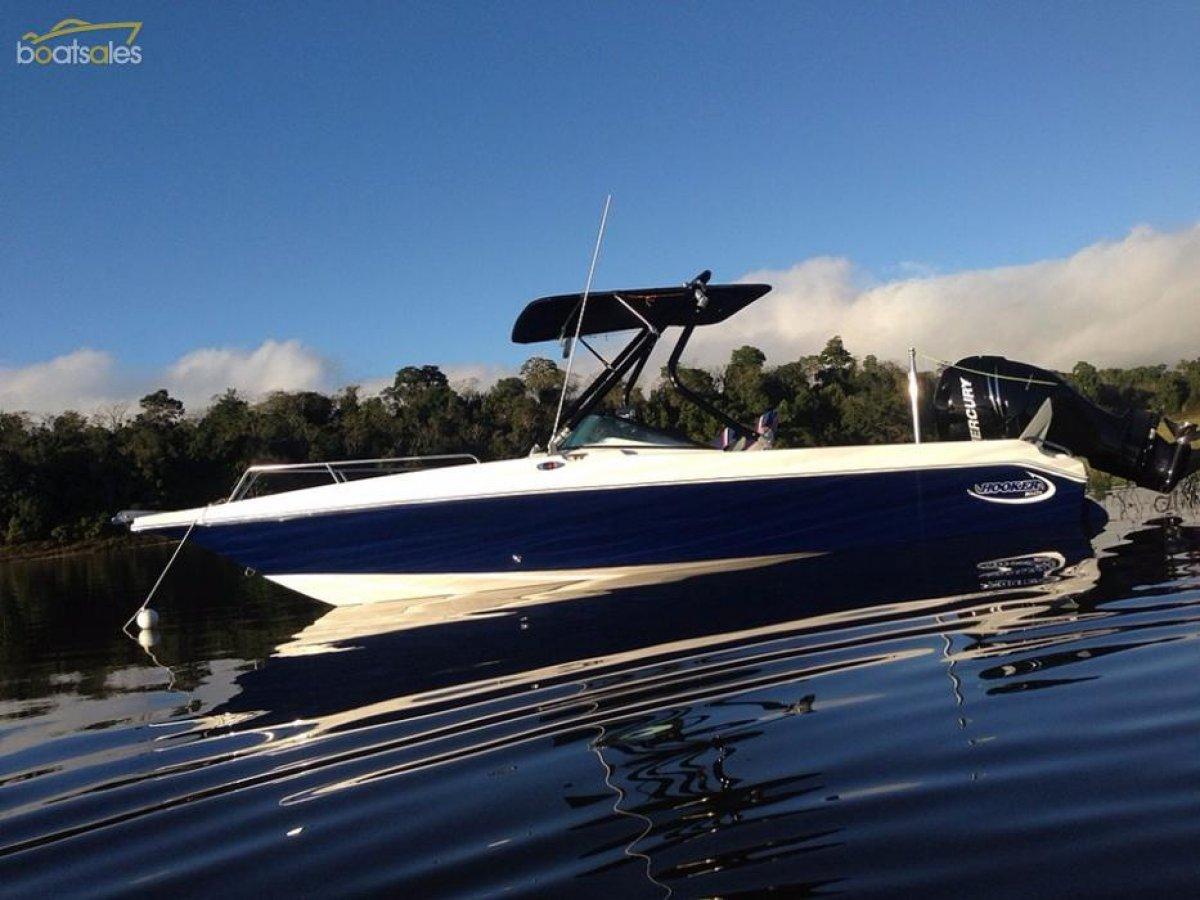 Hooker 6.8 Bow Rider Ski Boat