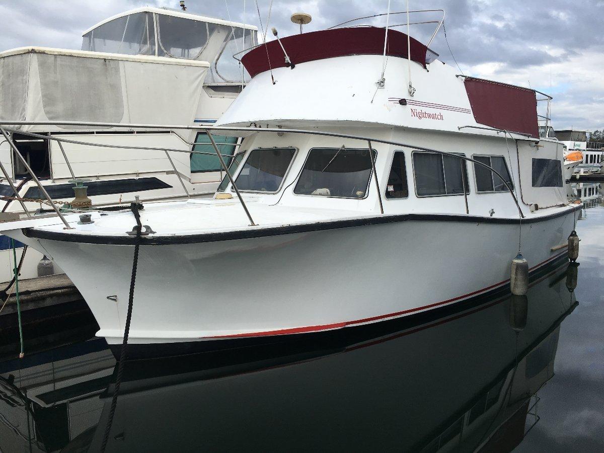 All Seasons Flybridge Cruiser 35