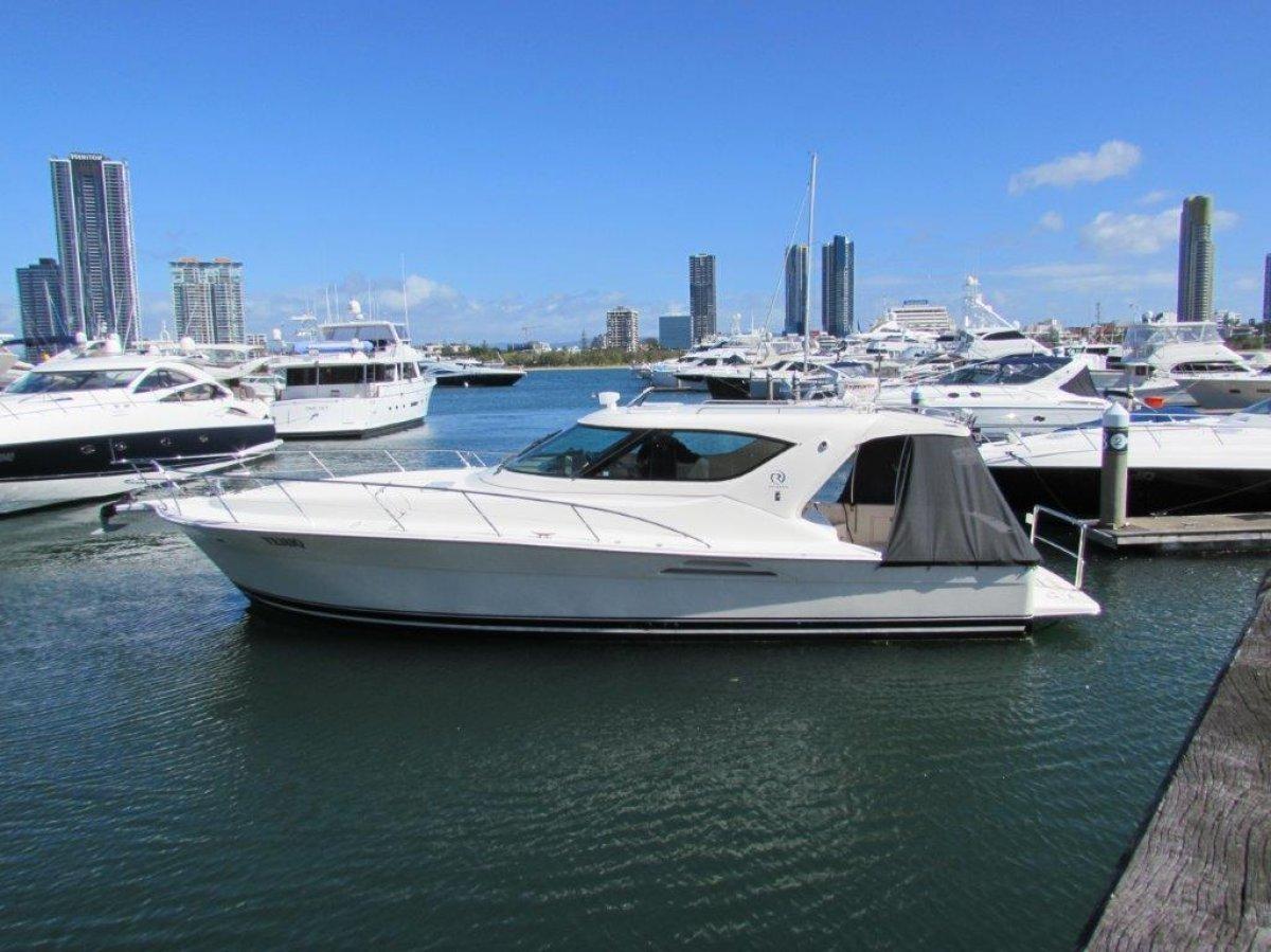 Riviera 4000 Offshore Riviera 4000 Platinum Offshore