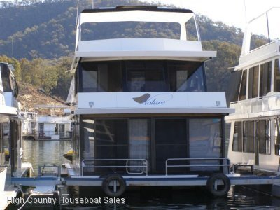 Houseboat Holiday Home on The Water of Lake Eildon:Volare on Lake Eildon