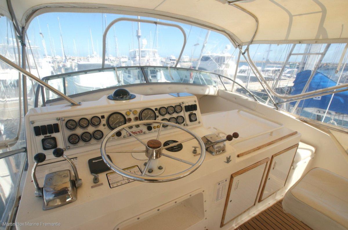 Bertram 42 Flybridge Cruiser