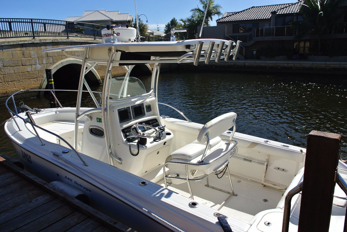 Boston Whaler 240 Outrage DON'T hesitate or it WILL be GONE ! - UNDER OFFER