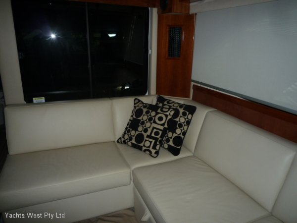 Riviera 41 Flybridge 2009 Low Hours