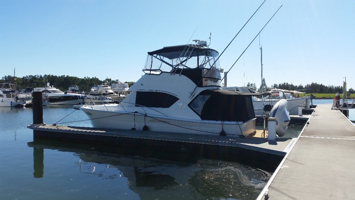 Riviera 3350 Flybridge Immaculate Condition