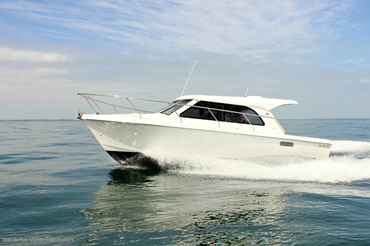 Matilda Bay 32 Sedan, Flybridge, Charter, Fishing