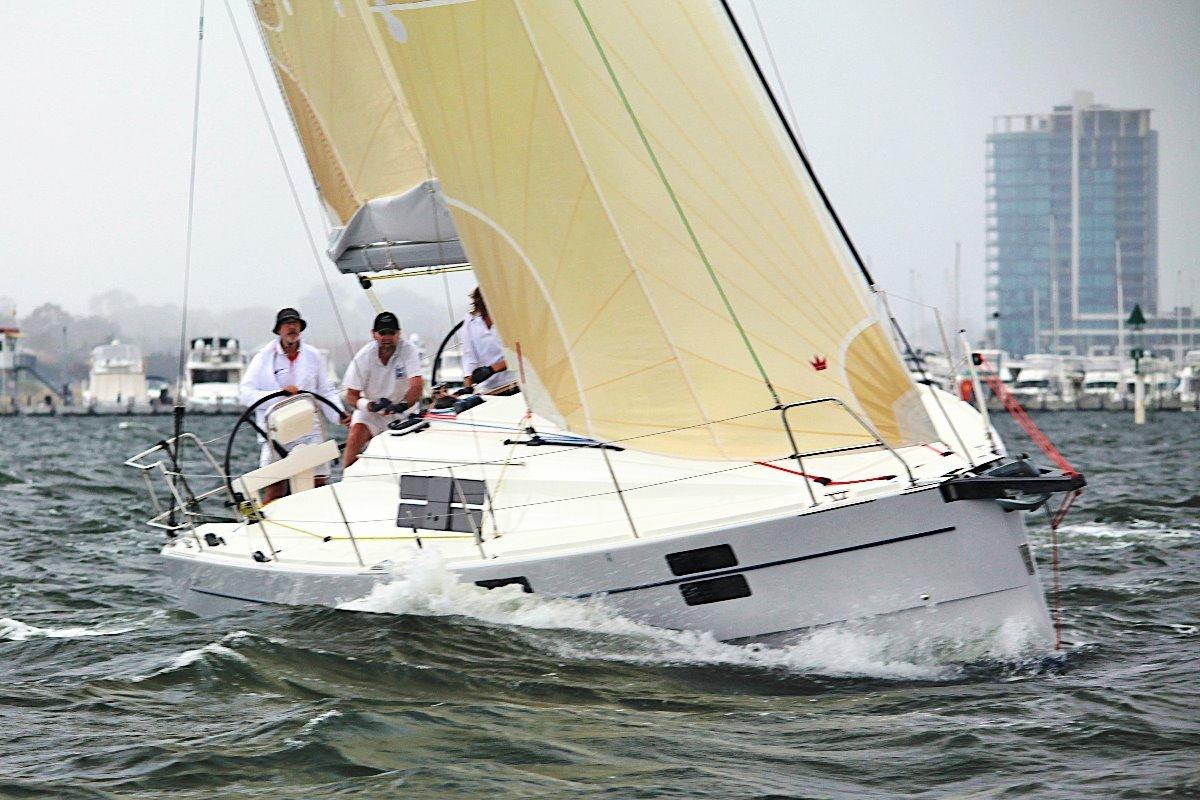 Azuree 33:with cruising main