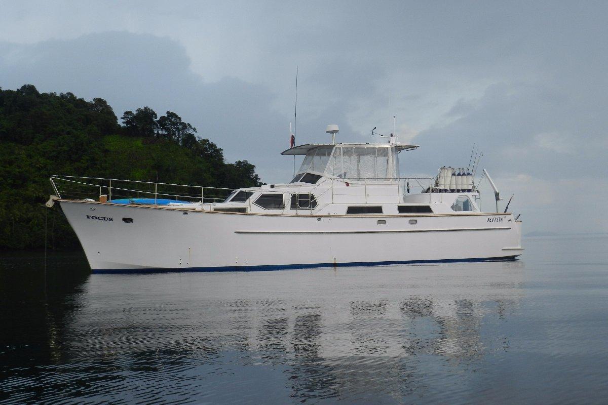 Custom long range motor cruiser