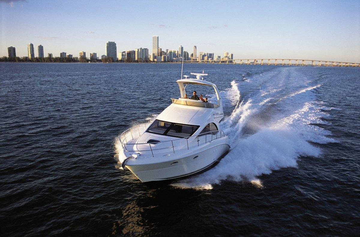 Sea Ray 390 Sedan Bridge Flybridge Cruiser