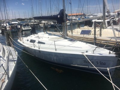 Hunter 33- Click for more info...