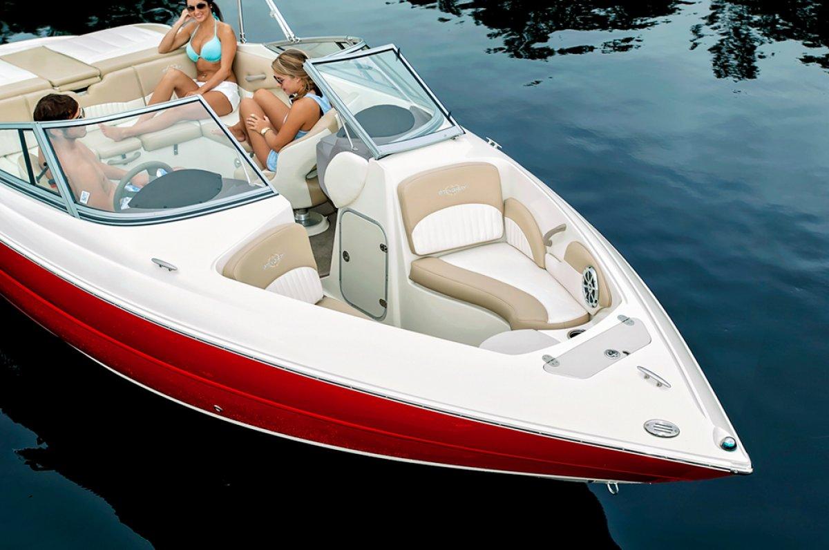 Stingray 225LR Sport Boat
