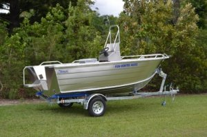 Stessco Fish Hunter 469 Centre Console