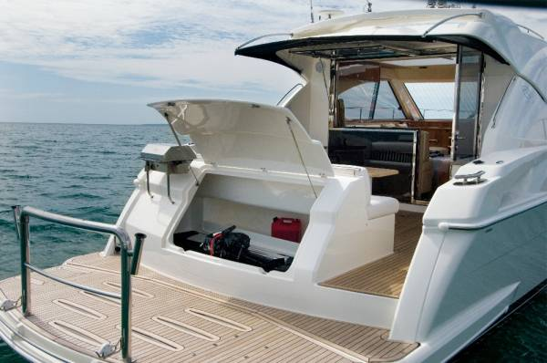 New Riviera 4400 Sport Yacht
