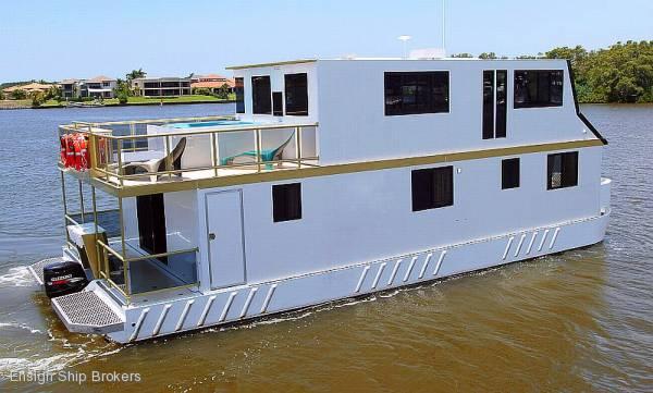 Charter Luxury Houseboat 49'