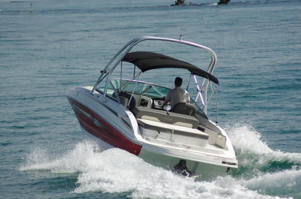 Sea Ray 220 Sundeck >> Sea Ray 220 Sundeck Boat Reviews | Boats Online