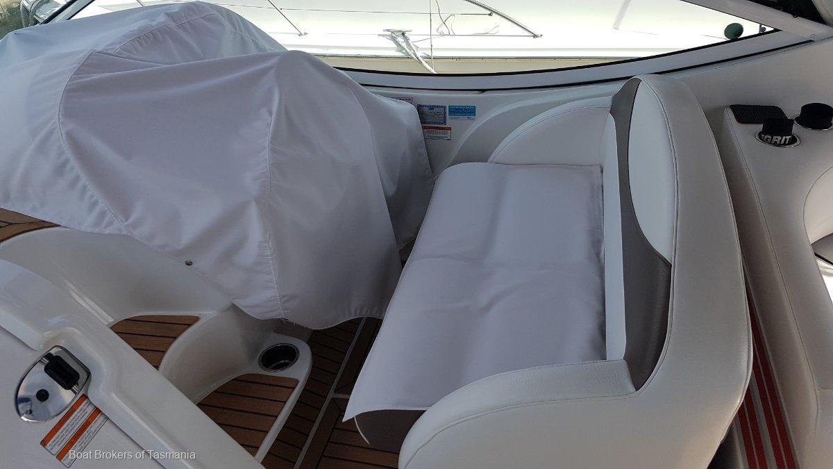 Cruisers Yachts 330