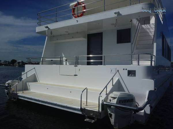 Powercat 47 Can go outside and built to survey requirements