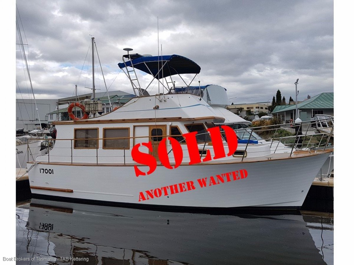 114180 - Clipper 30 Flybridge cruiser. Ford 85hp diesel.