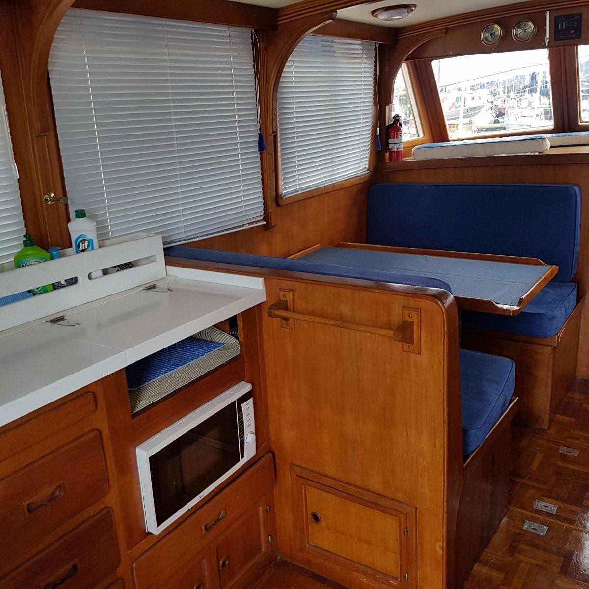 Annabelle Clipper 30 Flybridge cruiser. Ford 85hp diesel. Boat Brokers of Tasmania