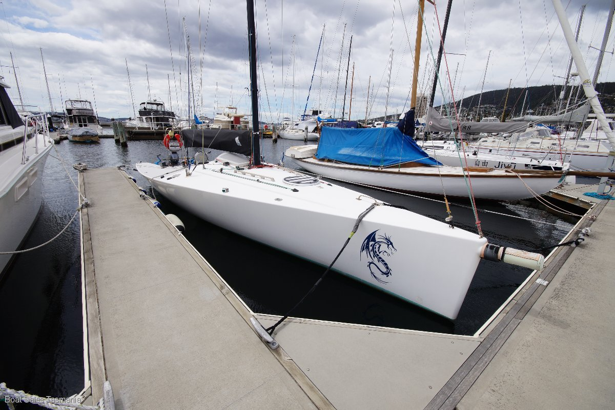 "30' Sports Boat ""Storm Dragon"""