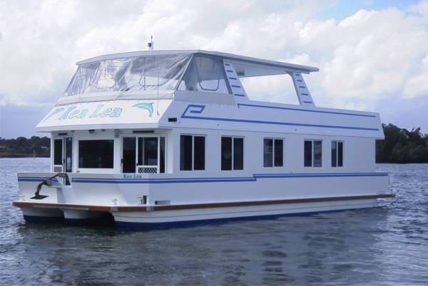 Superior 48 Charter Houseboat