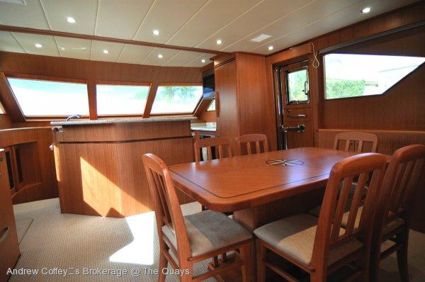 Hampton 630 Sky Lounge Motor Yacht