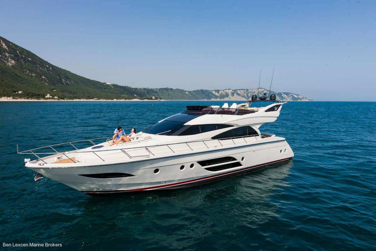 Dominator 640 Flybridge