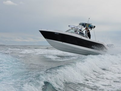 New Robalo 227 Crossover bowrider