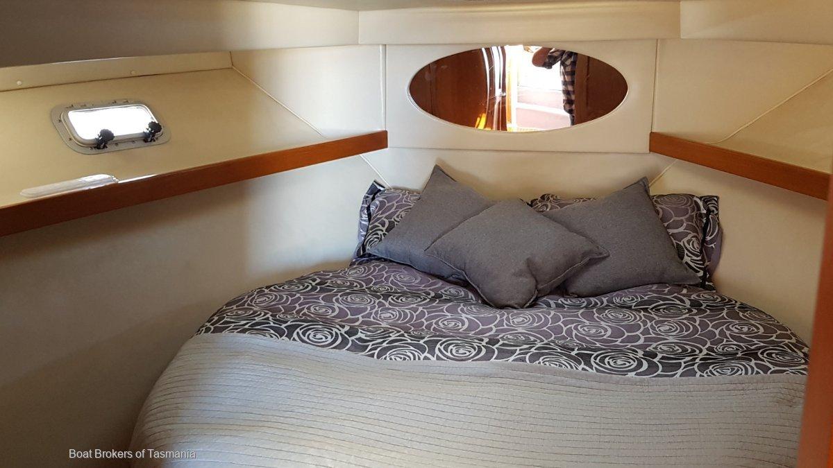 Riviera 36 Flybridge Twin cabin, twin Cummins.