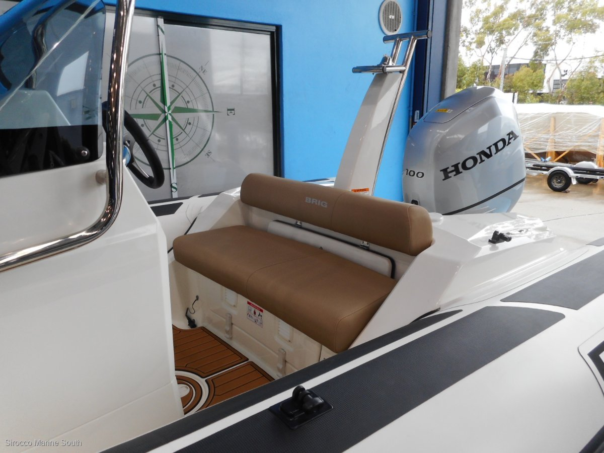 Brig Eagle 5 Center Console - Hypalon tubes