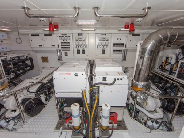 73ft Pilothouse Motor Yacht - Dauntless 73