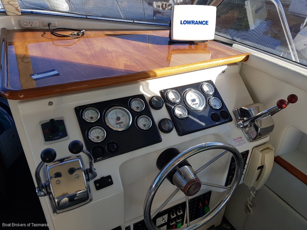 Caribbean 35 Flybridge Cruiser with a generator and bowthruster
