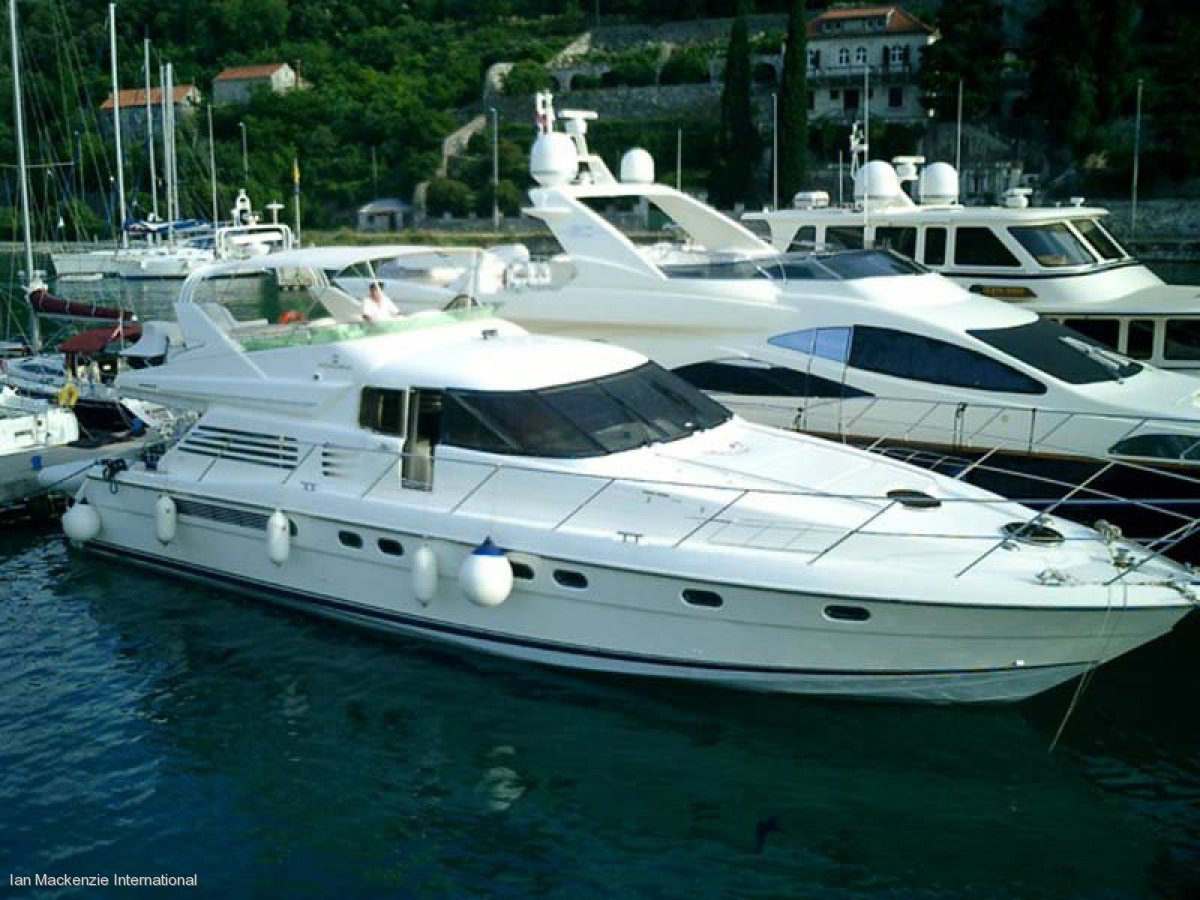 Fairline Squadron 65:Fairline Squadron 65 marina