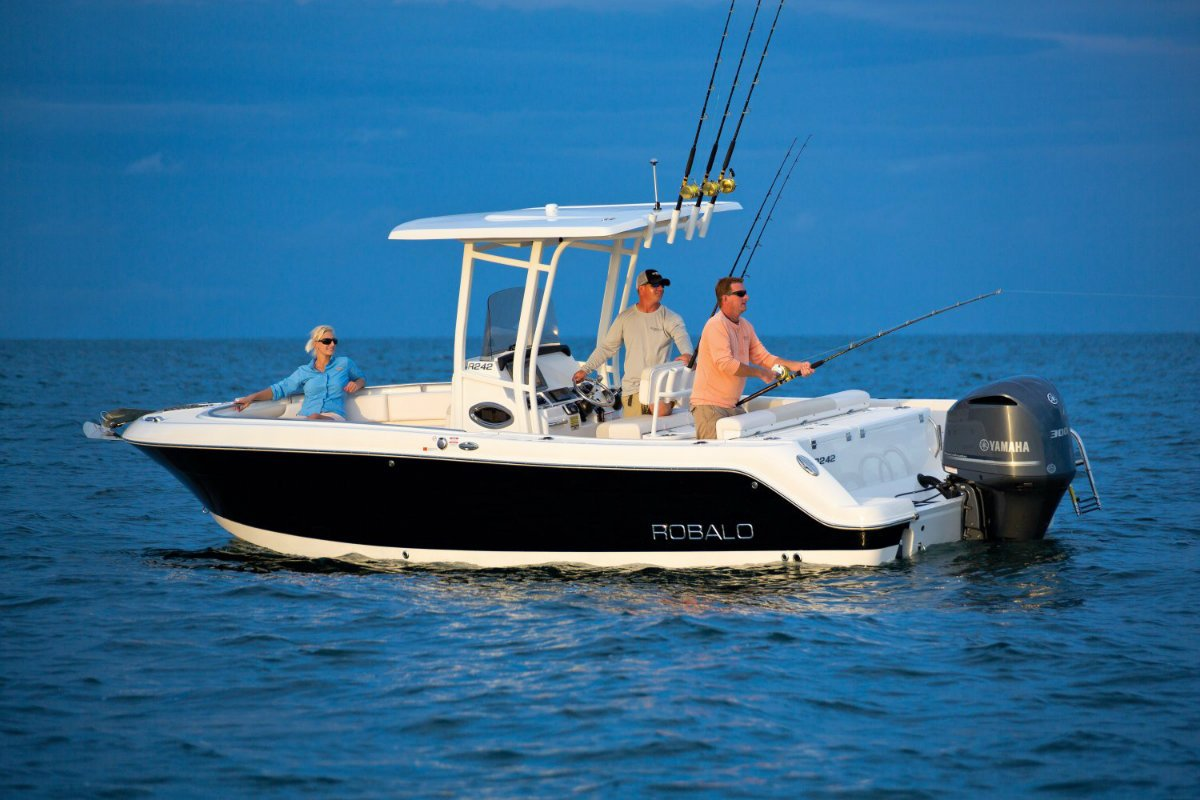 Robalo R242 center console offshore fishing boat