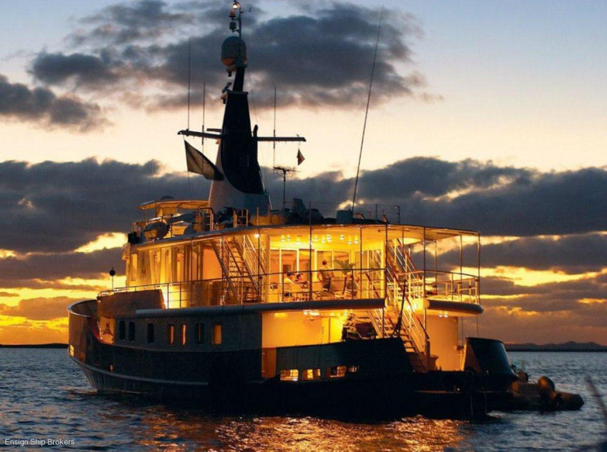 Custom Motor Yacht 110