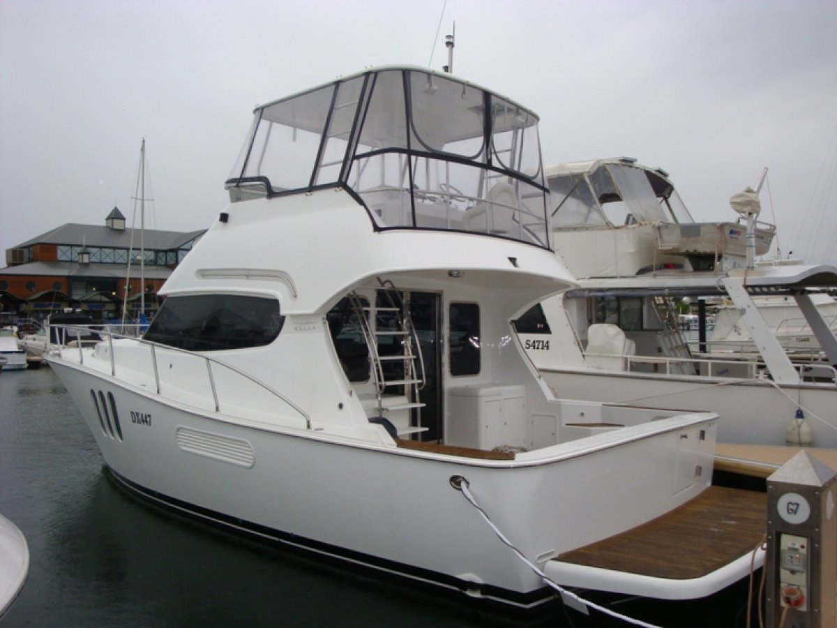 Bella 42 Flybridge, luxury Model