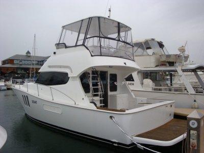 Bella 42 Flybridge, luxury Model