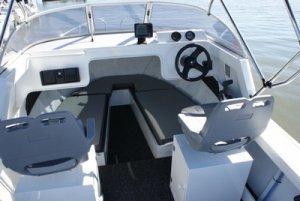Aquamaster 550 Half Cabin