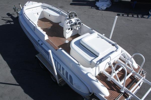 Novurania Launch Series 750