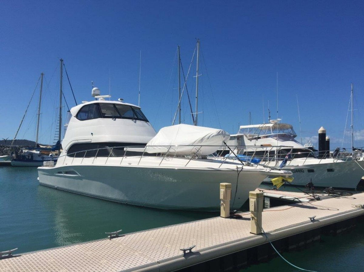 2010 Riviera 51 Enclosed Flybridge