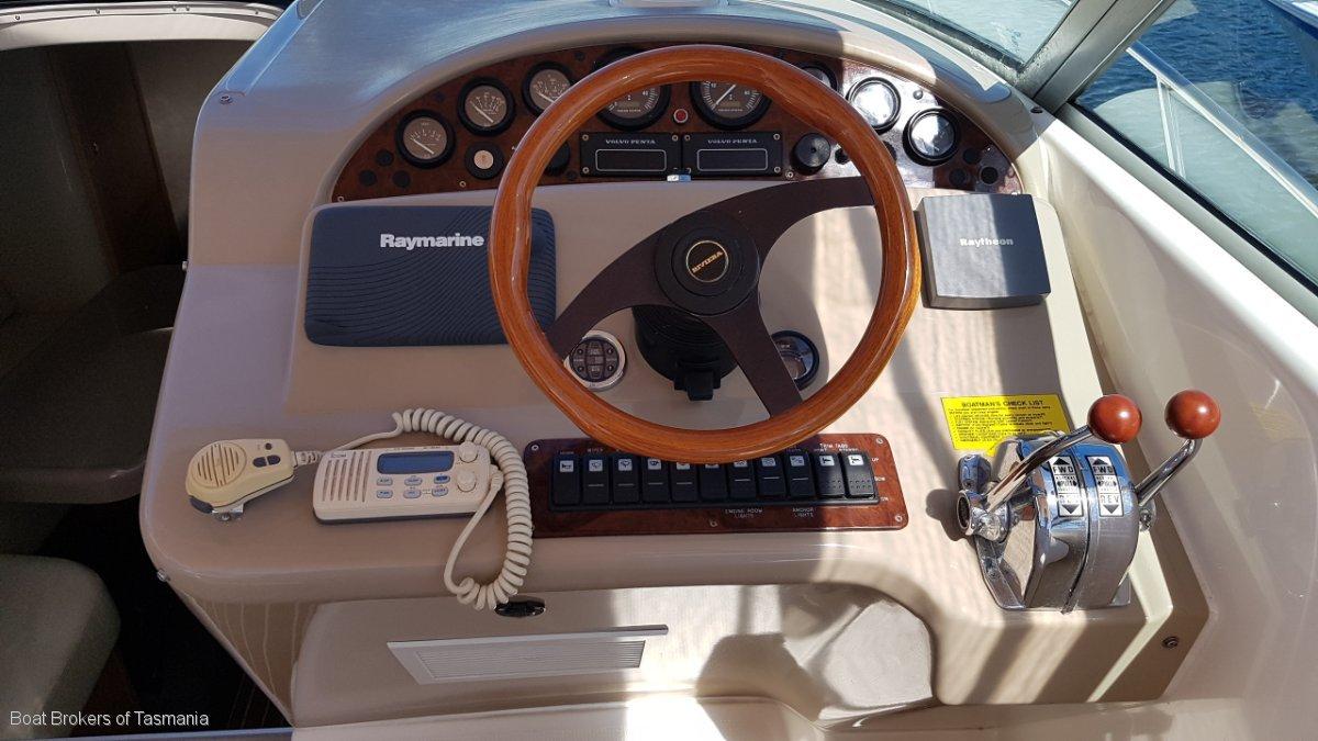 Riviera 3000 Offshore Twin shaft drive Volvo diesels