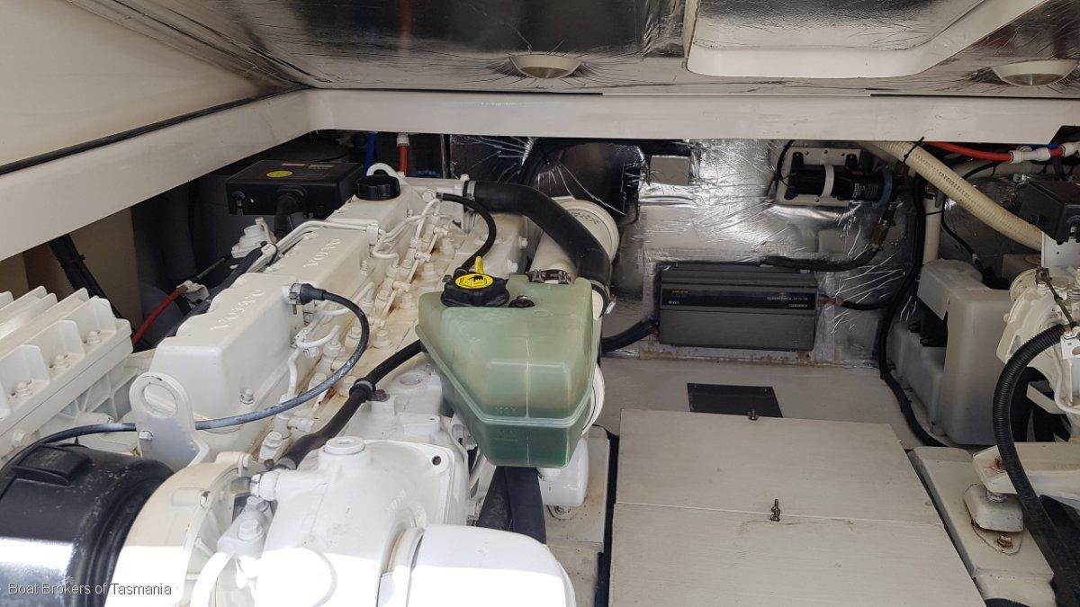 Riviera 3000 Offshore Twin shaft drive Volvo diesels Boat Brokers of Tasmania