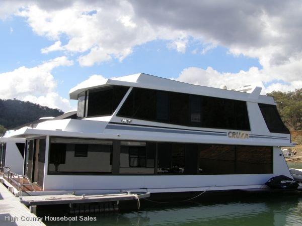 Houseboat Holiday Home on the Water of Lake Eildon, Vic.:CRUZA on Lake Eildon