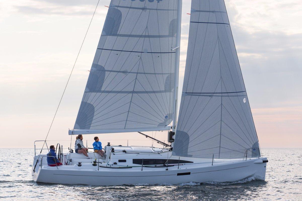 J Boats J/112e - New 36ft cruiser/racer:J/112e - new 36ft cruiser racer