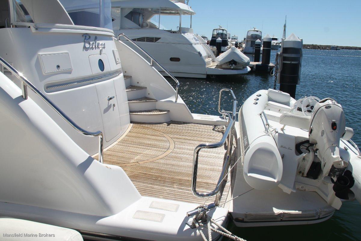 Horizon Yacht E73:Hydraulic swim platform