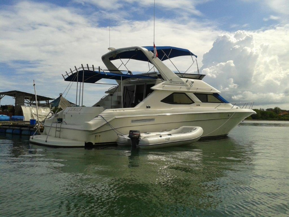 Great Condition Sea Ray 440 Express Bridge For Sale in Bali.