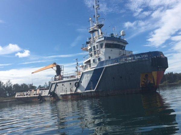 Anchor handling tug