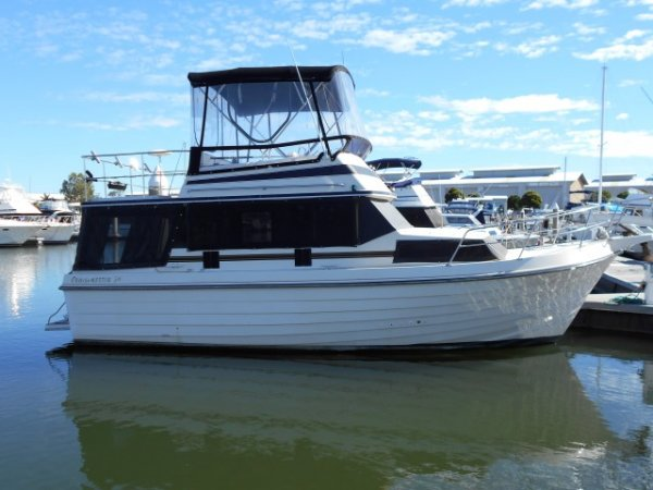 Cruisemaster 30 Flybridge Cruiser