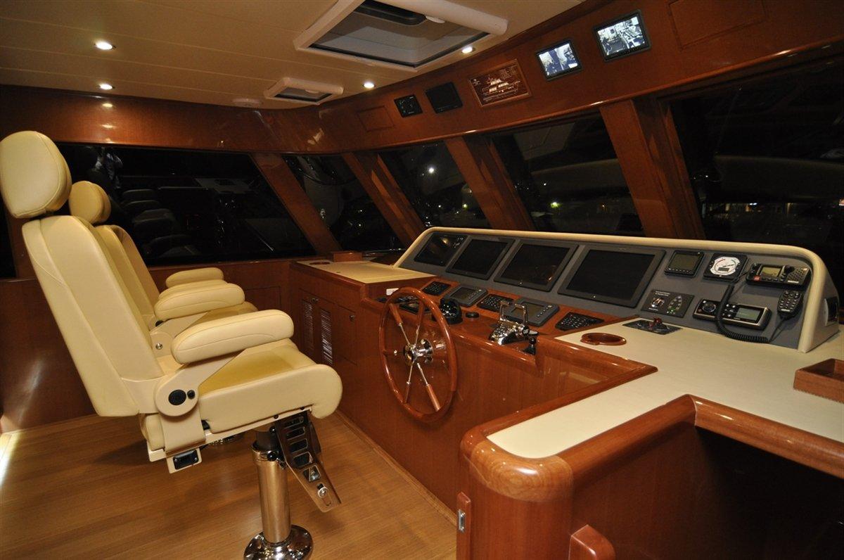 Hampton 720 Endurance Skylounge