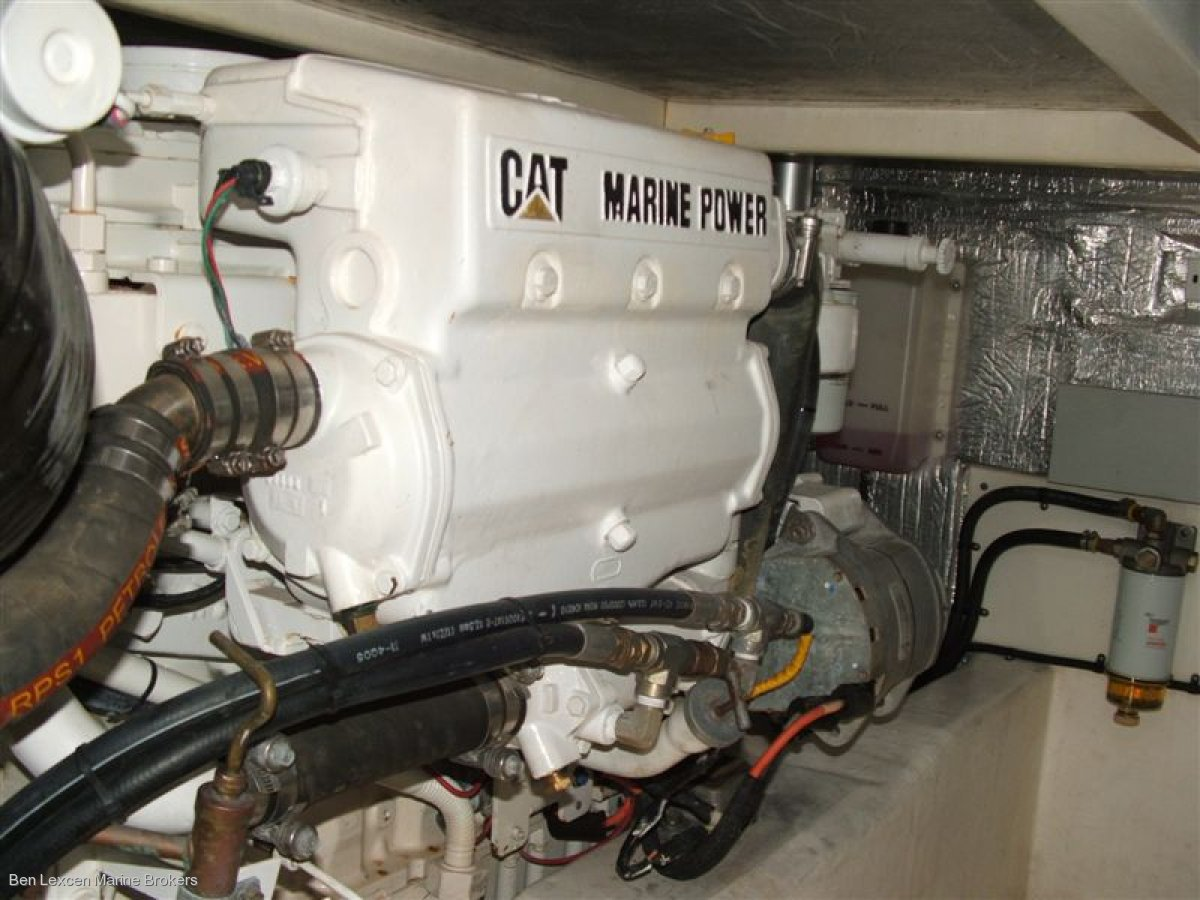 Mustang M43 Flybridge Cruiser